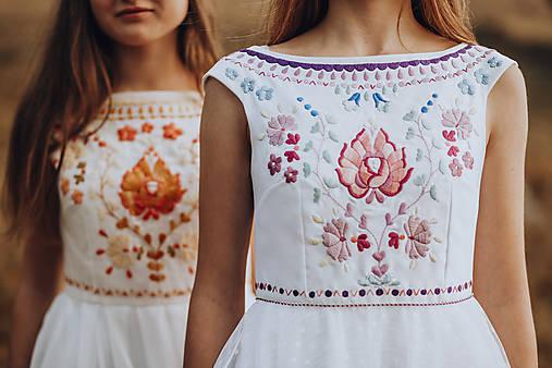 Svadobné šaty Podpoľanie (Šaty s fialovou výšivkou)