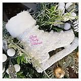 Dekorácie - Vianocny zasnezeny veniec biela modrá zlatá - 12676847_