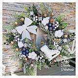 Dekorácie - Vianocny zasnezeny veniec biela modrá zlatá - 12676850_