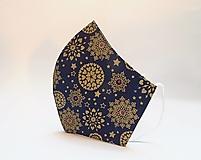 Rúška - Tvarované dvojvrstvové rúška - Zlaté snehové vločky na modrom podlade (cca 11 cm) - 12673191_