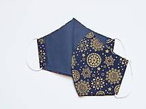 Rúška - Tvarované dvojvrstvové rúška - Zlaté snehové vločky na modrom podlade (cca 11 cm) - 12673192_