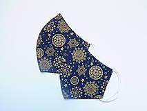 Rúška - Tvarované dvojvrstvové rúška - Zlaté snehové vločky na modrom podlade (cca 11 cm) - 12673194_
