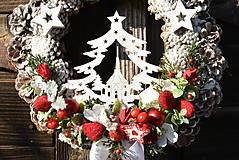 Dekorácie - Vianočný veniec na dvere so stromčekom - 12676972_