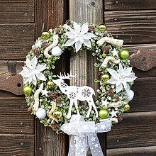 Dekorácie - Zimný veniec na dvere so sobíkom - 12682544_