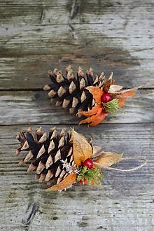 Dekorácie - Prírodná vianočná ozdoba - borovicová šiška - 12685785_