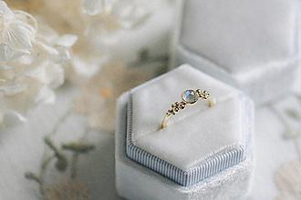 Prstene - Zlatý prsteň s mesačným kameňom - Bokeh Gold Moon - 12683281_