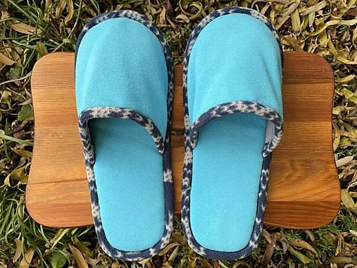 Tyrkys papuče s modro-bielym lemom