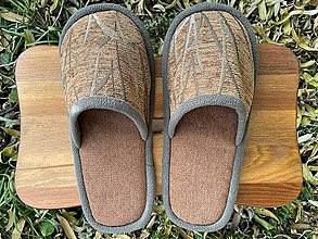 Obuv - Hnedé vzorované papuče z poťahovky - 12683752_