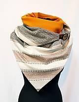Šály - Dámsky hrejivý šál so zapínaním na gombík a korkový remienok - 12686390_