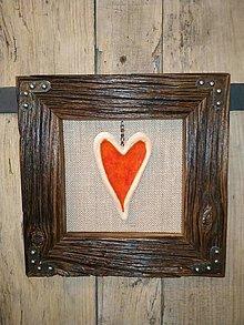 Obrazy - Obraz s rámom zo starého dreva - Keramické červené srdce - 12684606_