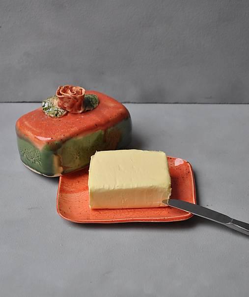 maselnička s ružou oranžovo jahodovo zelená