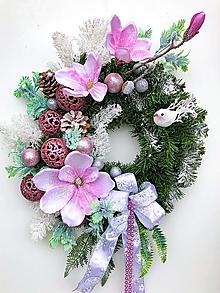 Dekorácie - Zimný veniec- Zasnežená magnolia - 12686191_