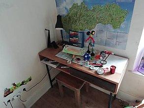Nábytok - Pracovný stôl pre mladého tvorcu. - 12683743_