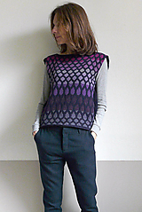 Svetre/Pulóvre - tmavomodrá vesta vzorovaná - 12685611_