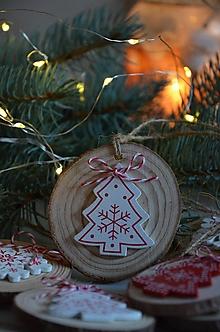 Dekorácie - Vianočné ozdoby  (Stromček) - 12693033_