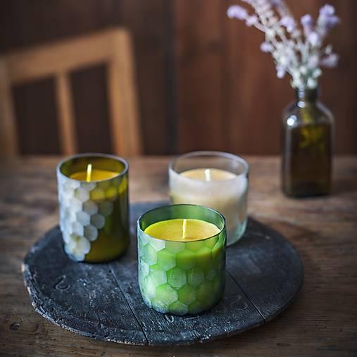 Sviečka z včelieho vosku v brúsenom skle - zelená