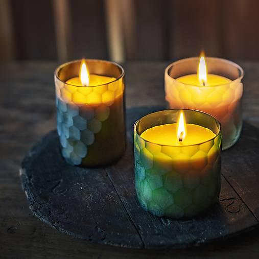Sviečka z včelieho vosku v brúsenom skle - olivovo zelená