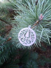 Dekorácie - Vianočné ozdoby 2 (Strieborná - stromček) - 12689880_