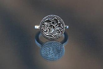 Prstene - Prsteň s florálnou rytinou - 12690891_