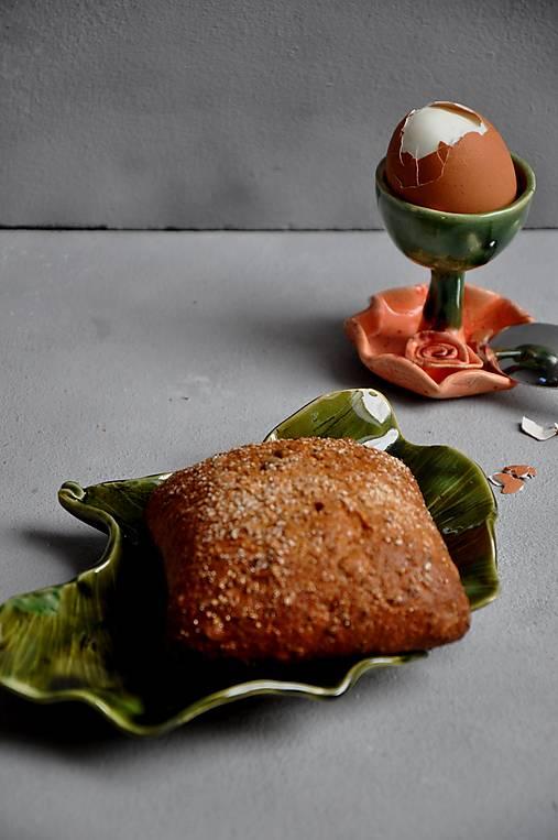 Stojan na vajíčka s ružou oranžovo jahodovo zelená