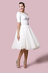 Šaty - Šaty biele s bodkovaným tylom - 12700833_