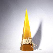 Svietidlá a sviečky - Sviečka z včelieho vosku - pyramida / ihlan - velká - 12702567_