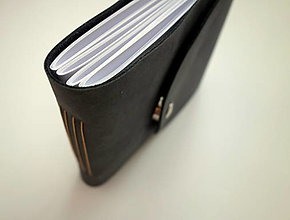 Papiernictvo - Kožený fotoalbum 13x16 cm tmavošedý - 12705584_