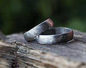 Prstene - Dva snubné v striebre s patinou - 12708580_