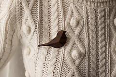 Odznaky/Brošne - Drevená brošňa vtáčik - 12707522_