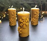 Svietidlá a sviečky - Sviečka zo včelieho vosku, SNEHOVÁ VLOČKA - 12705012_