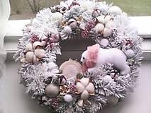 Dekorácie - Vianočný veniec na dvere ... vianoce v zasneženom lese ... - 12709935_