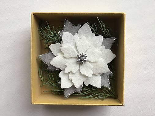 Vianočná ruža brošňa  (Biela)