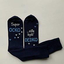 """Obuv - Maľované pánske ponožky s nápisom : """"Super OCKO (starký)/ ešte lepší DEDKO (prastarký)"""" (tmavomodré) - 12712849_"""