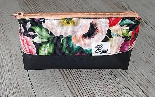 Kozmetická taštička kvety na čiernej