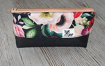 Iné tašky - Kozmetická taštička kvety na čiernej - 12709053_