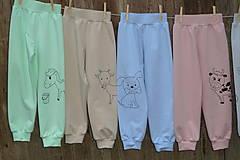 Detské oblečenie - Zelenkavé tepláčky Koník - 12714704_