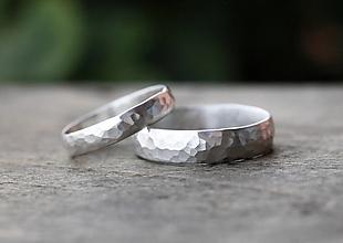 Prstene - Dva kované snubné v striebre či zlate - 12718422_