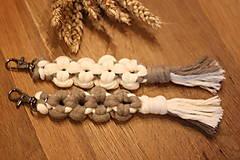 Kľúčenky - Kvetinkové dvojfarebné kľúčenky Makramé - 12714832_