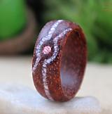 Prstene - Dřevěný prsten s krystalem Swarovski a Jadeitem - 12718650_