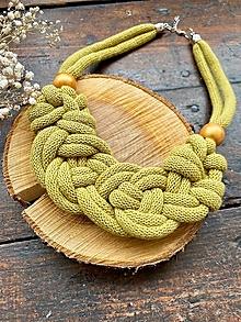 Náhrdelníky - Kiwi zauzlovaný s korálky - 12721179_