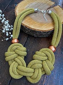 Náhrdelníky - Kiwi uzly s korálky - 12723274_
