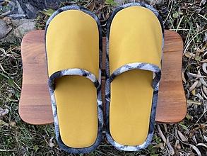 Ponožky, pančuchy, obuv - Žlté papuče s čiernobielym lemom - 12718971_