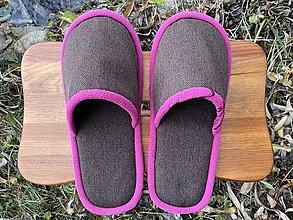Obuv - Hnedé papuče s fialovým lemom - 12719411_