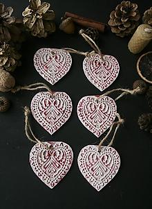 Dekorácie - Vianočné bielo-červené srdiečka - 12725589_