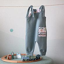 Detské oblečenie - Overal na uväzovanie s vreckom - vláčik - 12725163_