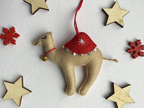 Dekorácie - Ťava ozdoba na vianočný stromček - 12723724_