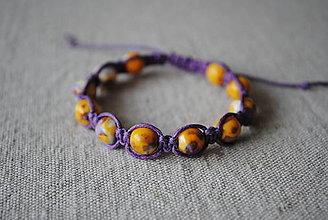 Náramky - Makramé náramok s howlitom - oranžovo-fialový - 12727904_