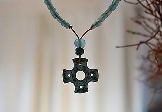 Náhrdelníky - Náhrdelník s krížikom - 12731571_