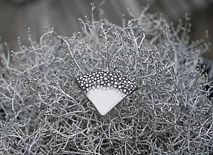 Náhrdelníky - Keramický prívesok na retiazke - 12736145_