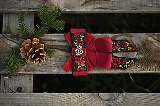 Náhrdelníky - Folk brošňa/ dámsky motýlik (bordová spona) - 12746090_